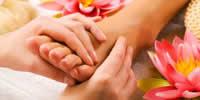 Uma sessão de esfoliação e massagem de mãos e pés por: R$40,00